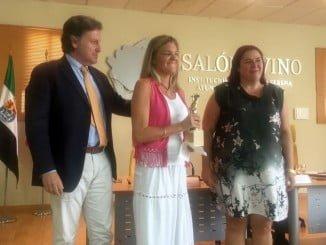 La hija del premiado ha reecogido el galardón diseñado por Víctor Pulido