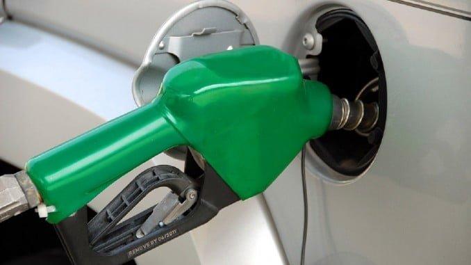 Transporte eleva su variación anual casi un punto por la subida de los carburantes