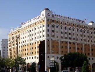 Andalucía, uno de los destinos principales de los viajeros residentes en España en agosto
