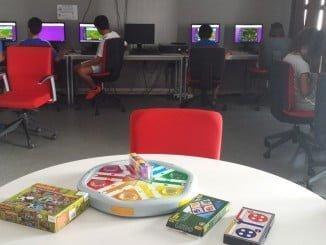 Los más jóvenes se acercan a las nuevas tecnologías a través de los juegos de siempre