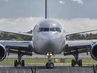 Un estudio concluye que es preferible para la seguridad aérea que dos personas recurran a su lengua materna común para facilitar la comunicación entre controladores y el resto de profesionales aéreos