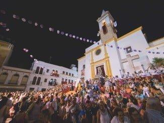 Más de mil personas participaron en la ofrenda de flores a la Patrona de Ayamonte