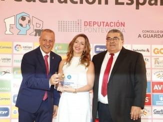 Entrega del premio a Loterías por su apoyo al deporte