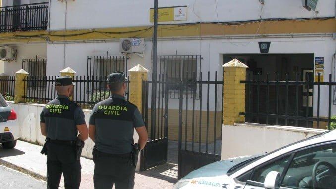 La Guardia Civil detiene a tres varones en relación a dos robos en Isla Cristina