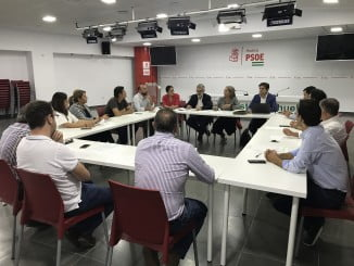 Encuentro mantenido con alcaldes de los municipios afectados por el trasvase y el portavoz y otros representantes de la Plataforma de los Regadíos del Condado