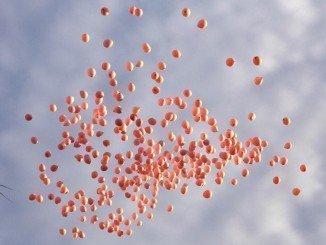 Los globos rosas llenaron el cielo de Huelva