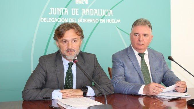 El consejero José Fiscal, junto al delegado del Gobierno, presentó los presupuestos 2018 de la Junta.