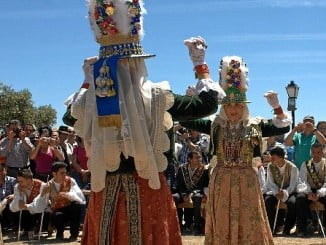 Danzas de Huelva acompañarán al de otros países iberoamericanos en el desfile de este domingo.