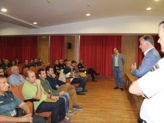 Funcionarios de distintos cuerpos de policías han participado en unas Jornadas de Integración de Menores..