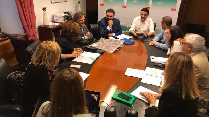 María Eugenia Limón, se ha reunido con los consejeros de Medio Ambiente y de Turismo y Fomento de la Junta para presentarles el proyecto del Corredor del Tinto