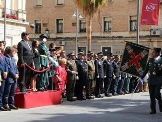 La Guardia Civil, en el día de su patrona, desfile ante las autoridades en una Gran Vía con mucho público.