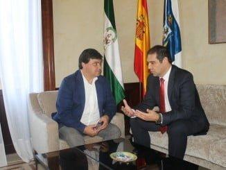 Reunión institucional entre el alcalde de Huelva y el nuevo presidente del Puerto