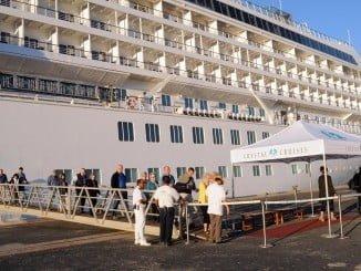 Los cruceristas desembarcando en el Puerto de Huelva