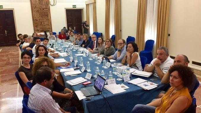 En la sesión constitutiva de la Comisión se hizo una presentación general del Plan Estratégico y se abordó un informe sobre los indicadores sociales, de empleo y tejido productivo en la provincia de Huelva