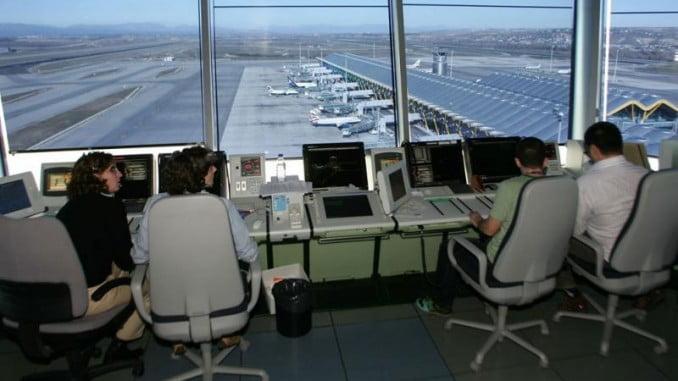 Los controladores aéreos podrán hablar español si el momento lo requiere
