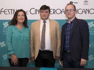 La directora regional de Relaciones Institucionales de Heineken junto al alcalde y el director del Festival