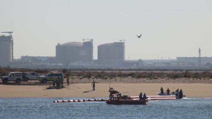 Un momento del simulacro por contaminación marina en Punta Umbría