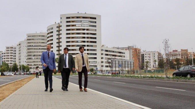 El alcalde ha visitado el nuevo vial del Ensanche junto a los concejales de Urbanismo y de Movilidad y Tráfico