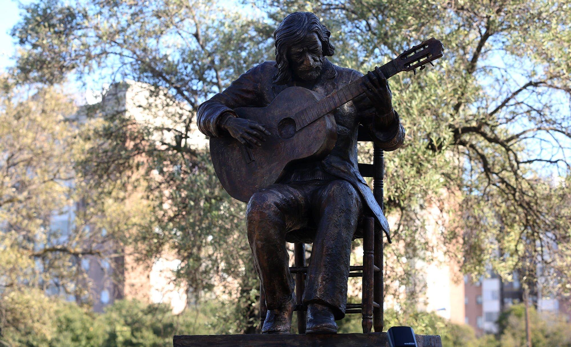 Sentido homenaje al Niño Miguel, que cuenta ya con una estatua en la capital onubense