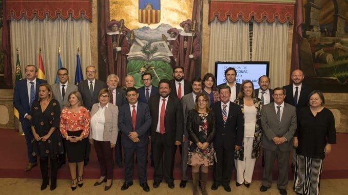 Foto de familia de los asistentes a la Comisión de Diputaciones de la FEMP
