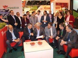 Imagen del acuerdo alcanzado entre Freshuelva y la Asociación de Exportadores de Frutas de Chile