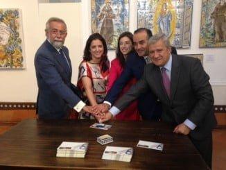 Autoridades asisten a la presentación del nuevo sello de Correos de la colección oficios antiguos