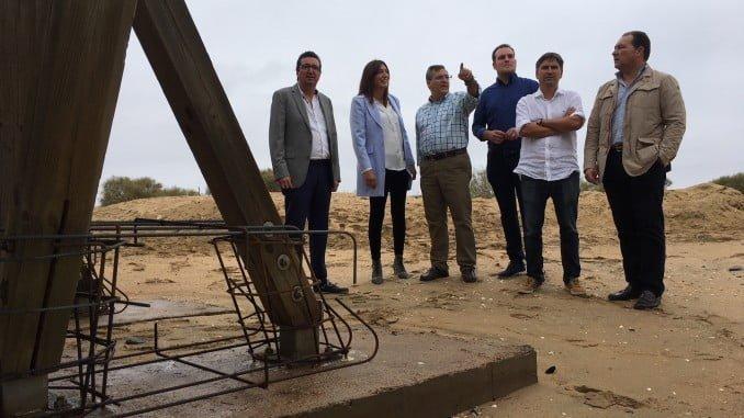 Loles López ha visitado las obras del Puente de la Gola, en Isla Cristina