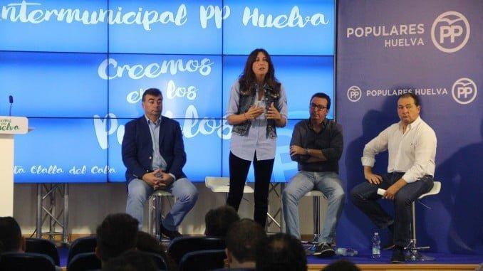 La secretaria general del PP andaluz Loles López en una Intermunicipal en Santa Olalla del Cala