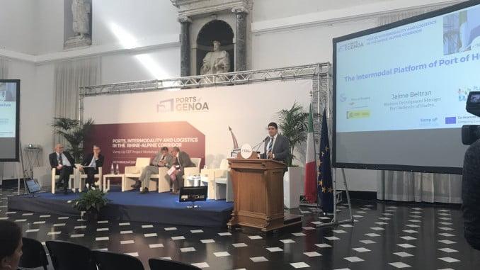 Jaime Beltrán ha expuesto a los asistentes la relevancia de la intermodalidad respecto al Plan Estratégico del Puerto de Huelva