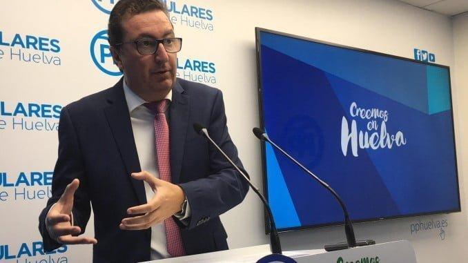 Manuel Andrés González lleva al Parlamento la apertura de la Escuela de Hostelería de Islantilla