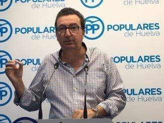 Manuel Andrés González en rueda de prensa en la sede del PP