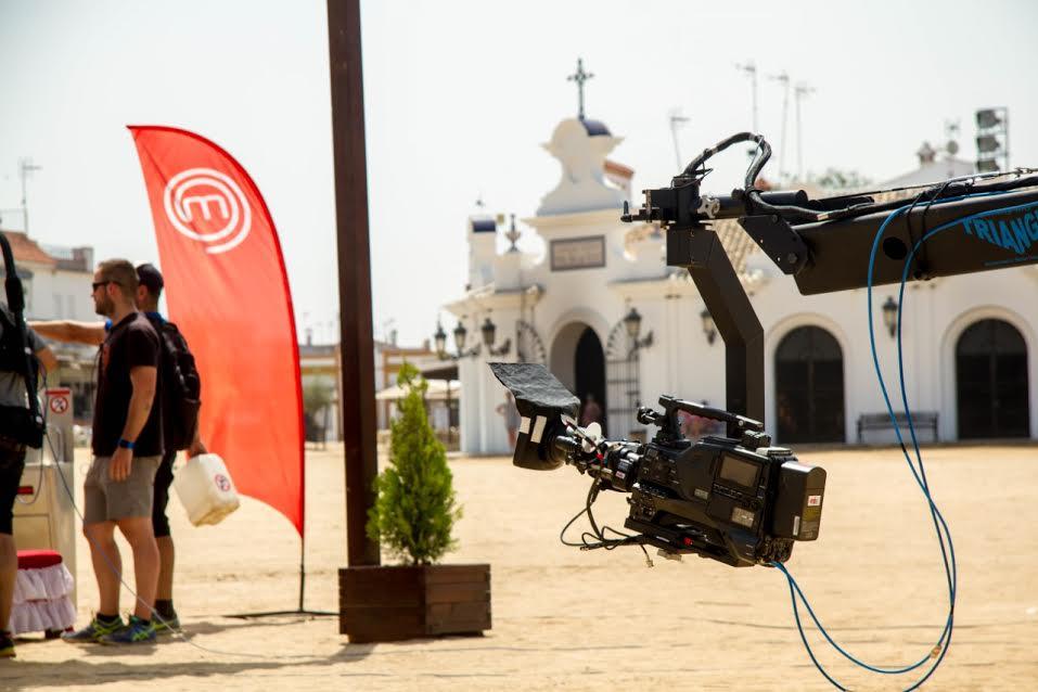 La aldea de El Rocío se convirtió en plató de televisión