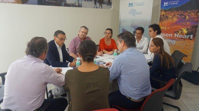 Ignacio Caraballo con representantes de las empresas que participan en el Salón de la Minería Metálica