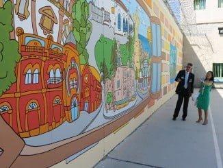 El mural de Espuelas pretende ser una ventana abierta a la ciudad de Huelva en la prisión provincial