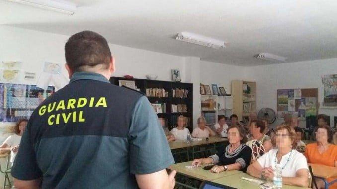 La Guardia Civil imparte charlas a colectivos de mayores dentro del Plan Mayor de Seguridad