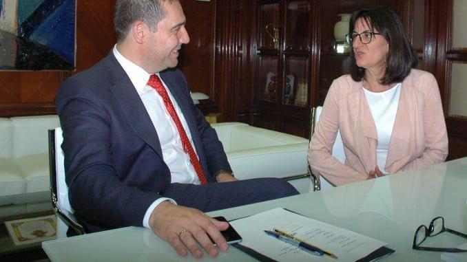 Reunión entre la rectora de la UHU y el presidente de la APH