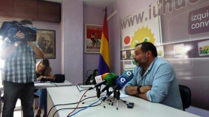 El coordinador provincial de IU, Rafael Sánchez Rufo, en rueda de prensa