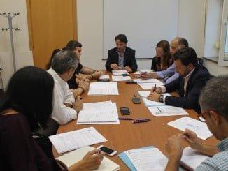 Reunión entre los empresarios de comercio de Huelva y el Consistorio