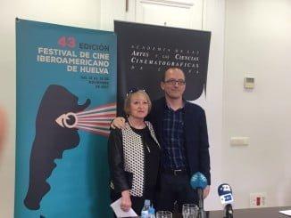 La presidenta de la Academia, Yvonne Blake, y el director del certamen onubense, Manuel H. Martín