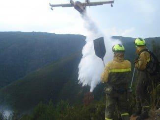 Extinción de incendios con un Canadair de 5.500 litros de capacidad