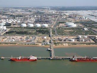 Cepsa opera dos terminales marítimos de carga y descarga en el Puerto de Huelva