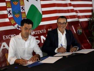 El presidente de la Diputación, Ignacio Caraballo, y el alcalde de Alosno, Juan Capela