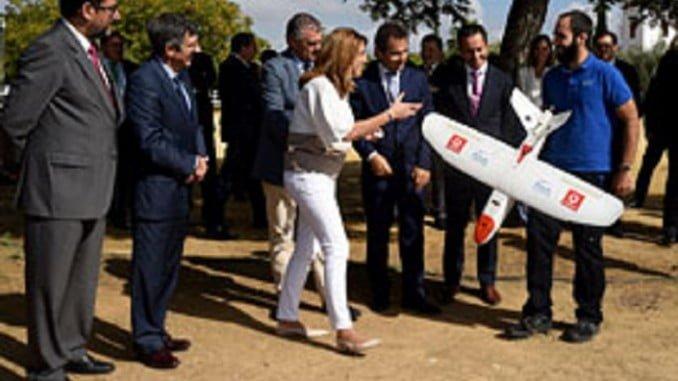 """Susana Díaz ha calificado de """"revolucionaro"""" el vuelo del dron con control 4G, que se desarrolla en en Utrera (Sevilla)"""