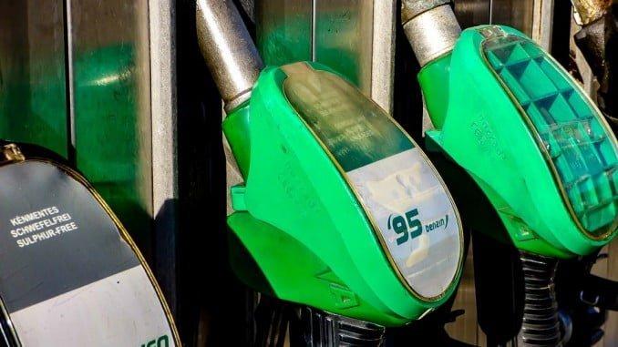 Pese a la subida, la gasolina es más barata en España que en la media de la UE y la zona euro
