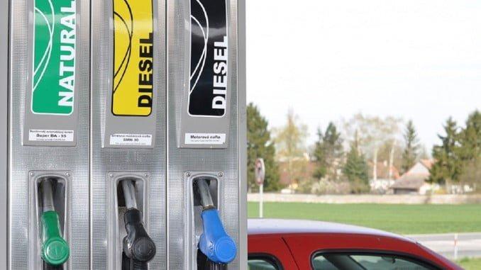 Los precios del gasoil y la gasolina han subido menos en octubre de este año que en el mismo mes de 2016