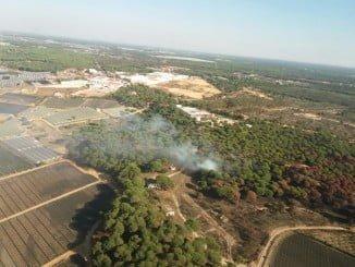 Vista aérea del incendio en el paraje Fuentepiña de Moguer facilitada por el Infoca