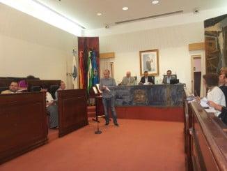 Gabriel Galiano hace lectura del manifiesto en el que Diputación Provincial de Huelva se compromete con los derechos de este colectivo