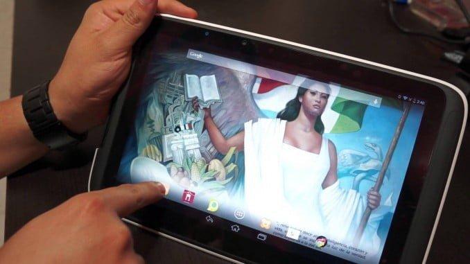 La encuesta investiga este año por primera vez la disposición de Tablet , que se encuentra implantado en el 52,4% de los hogares