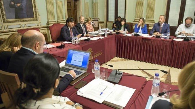 Sesión plenaria en el Ayuntamiento de Huelva