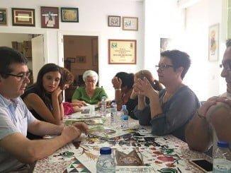 María Márquez y otros representantes socialistas visitan la Asociación de Discapacitados Físicos de Lepe